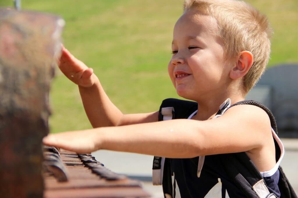 Vidéo de l'enfant au piano